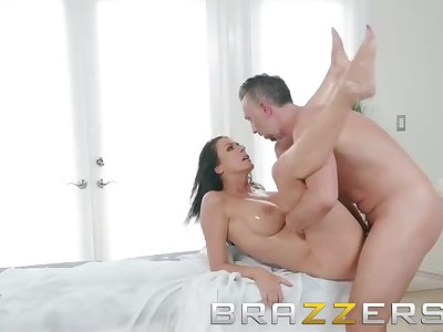 Brazzers - MasBrazzers - Ariella Fersage oil makes Reagan Foxx want to fuck