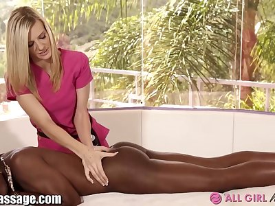 Chocolate and Vanilla Pussy Licking 3Way