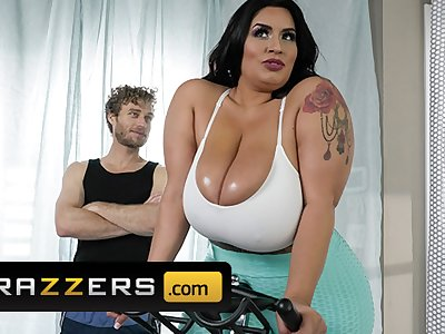 Brazzers - Phat ass busty BBW Sofia Rose gets fit cock