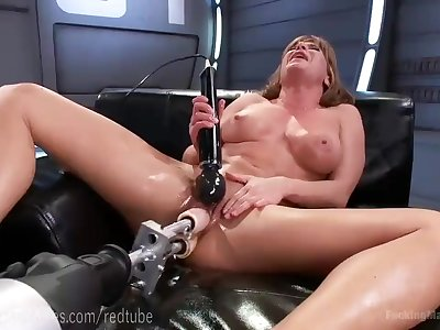 Ariel X's Perfect Bod And Fuck Machines